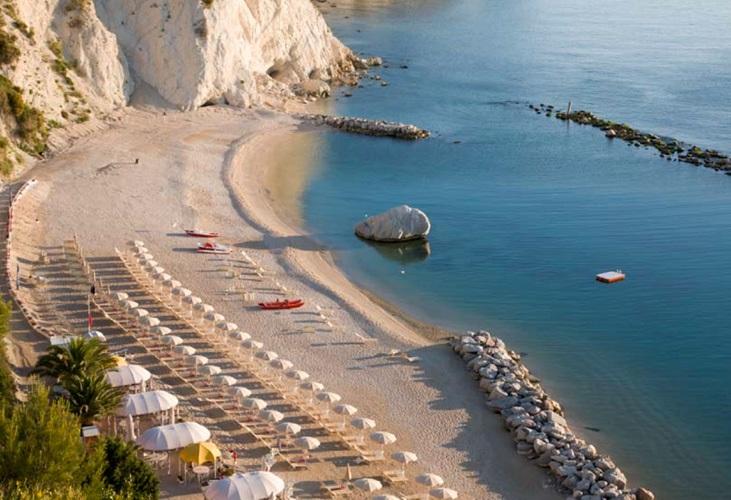 spiaggia-dei-frati-numana