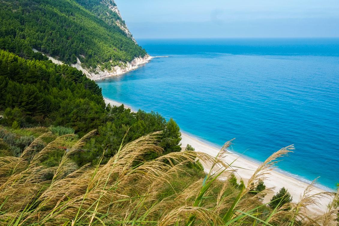 spiaggia-dei-sassi-neri