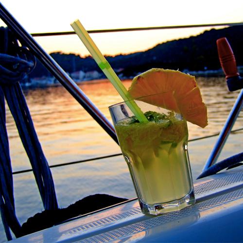 aperitivo-in-barca-a-vela